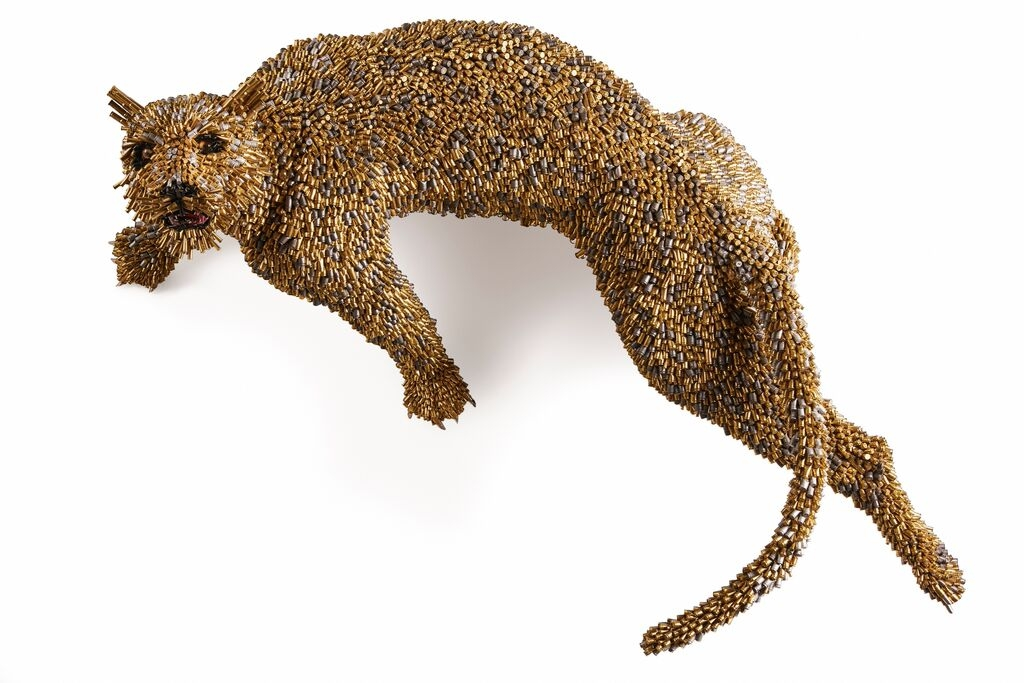 02-Leopard-Federico-Uribe-Killing-it-with-Bullet-Animal-Sculptures-www-designstack-co
