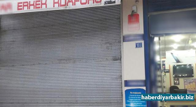DİYARBAKIR-Kayapınar'a bağlı Huzurevleri Mahallesi'nde berber dükkânına giren A.T. isimli bir kişi, etrafa rastgele ateş ederek iş yeri sahibini ağır yaraladı.