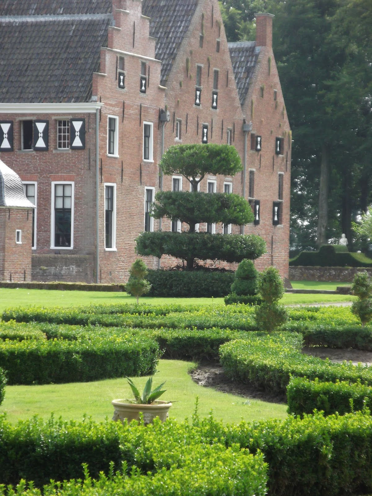 Living The Good Life Dutch Manor Houses And Formal Gardens