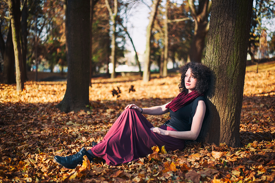 Jesienna kobieca sesja plenerowa z Sylwią