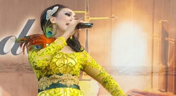 """Neneng Fitri Dedikasikan """"Mega Mendung"""" untuk Miss Tjitjih"""