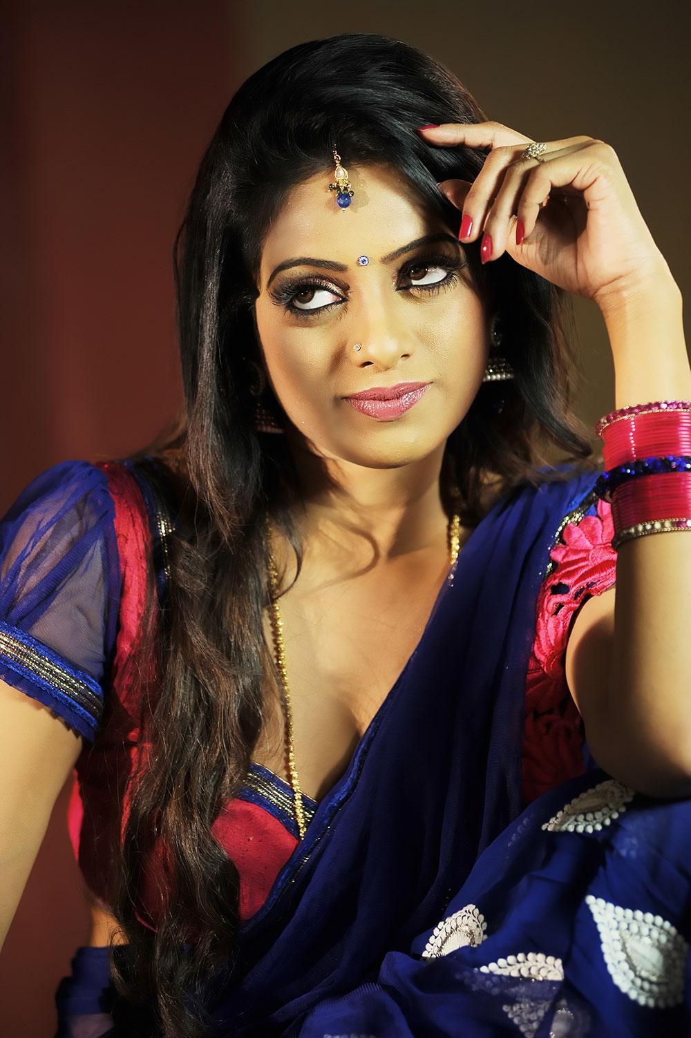 Decorative ornamental sexy hot Udayabhanu in madhumathi telugu movie new photos gallery