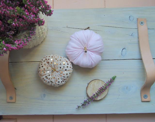 udekoruj dom na jesień, wrzos i dynie