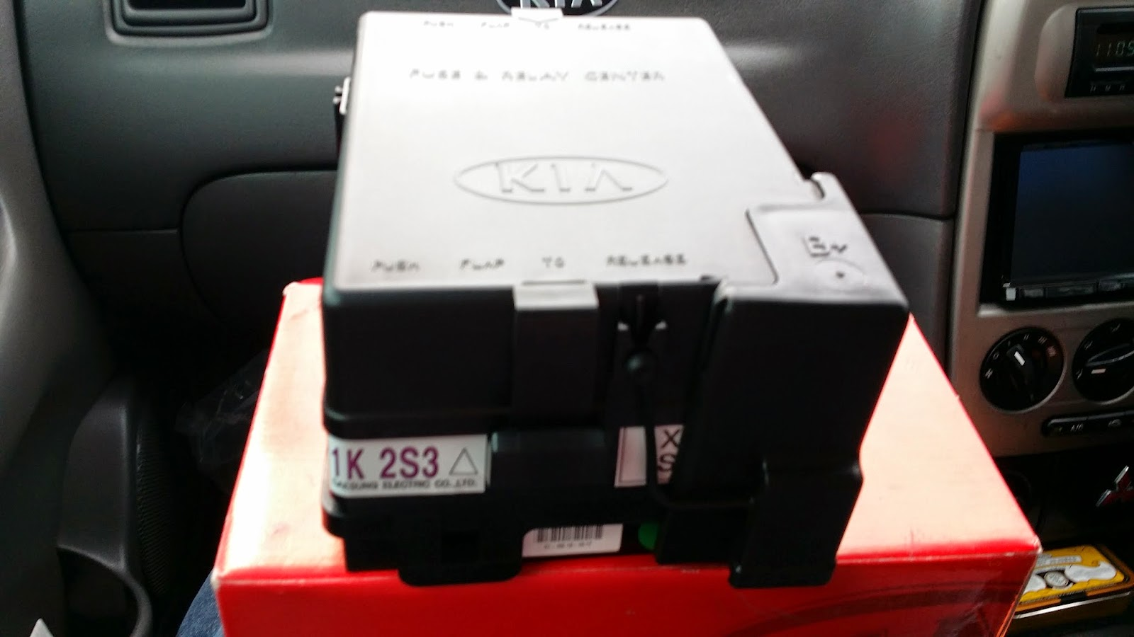 kia spectra kia spectra genuine main fuse box assy full kit for sale rh  kiaspectrals blogspot com kia spectra fuse box location kia spectra fuse  box ...
