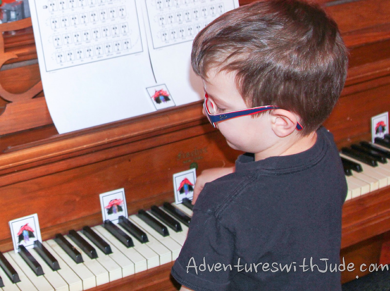 KinderBach printable keyboard cards help with learning key placement on piano