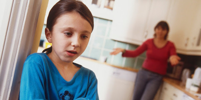transtorno opositor desafiador, transtorno opositivo desafiador, transtorno desafiador opositivo, tod, menina desafiando a mãe, desrespeito, educação, briga, castigo, comportamento, psicologia
