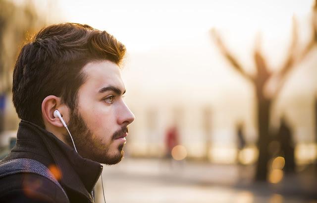 Lagu-lagu yang Asyik Buat Menemani Traveling