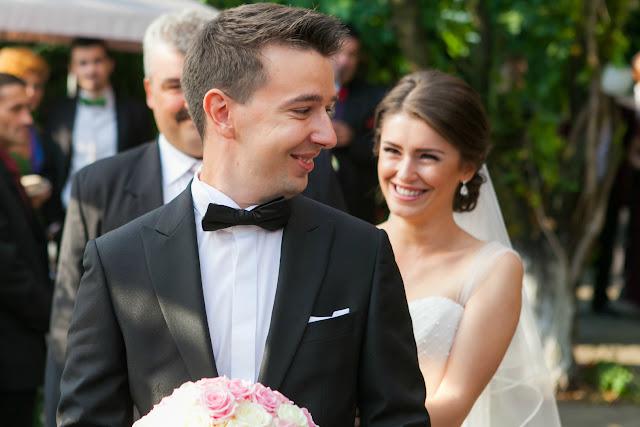 bride groom wedding first look