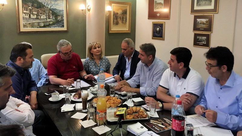 """Ιστορική συνάντηση των Επιμελητηρίων Β. Ελλάδος με """"Σήματα Καπνού"""""""
