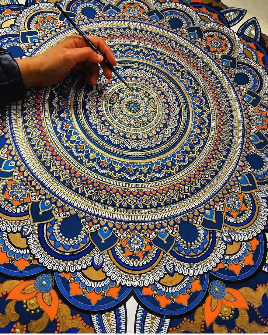 07-Asmahan-Mosleh-Mandala-Drawn-and-then-Painted-with-Color-Themes-www-designstack-co
