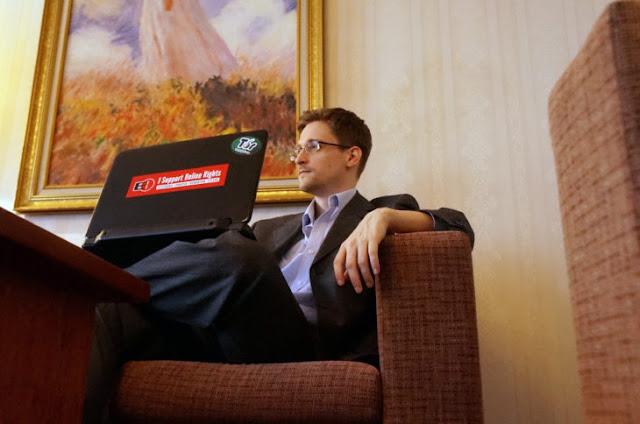 Snowden -del director Oliver Stone- se podría convertir en una de las películas de suspenso político de la vida real más apasionante de los últimos tiempos, con una súper producción que está lista para su lanzamiento. Y acaban de lanzar su nuevo tráiler en el que muestran que la verdad puede ser más aterradora que la ficción.