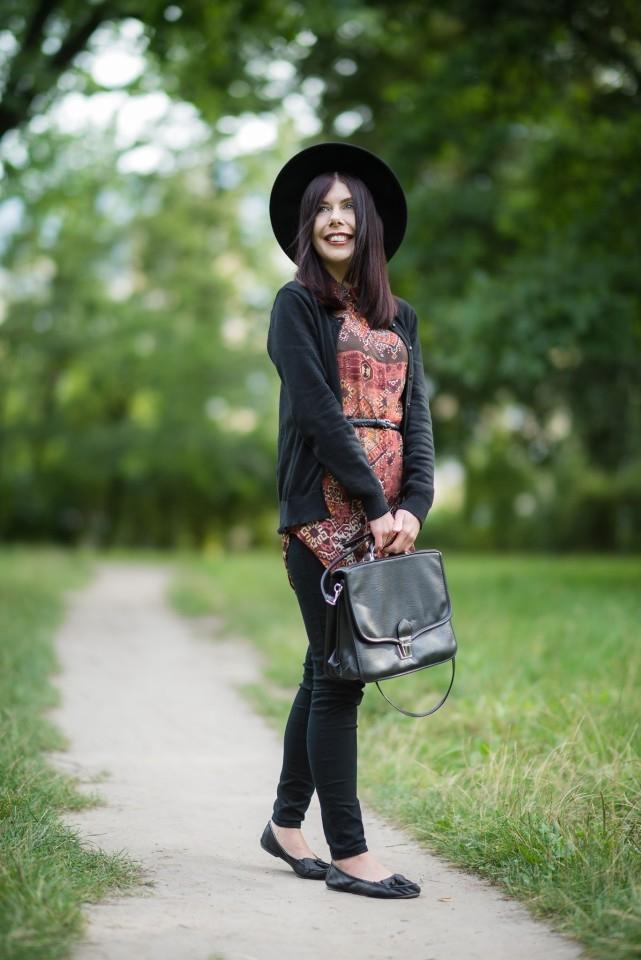 stylizacja boho na jesień | styl boho | jak ubrać się jesienią | stylizacja z kapeluszem | tunika w etniczny wzór | teczka vintage | blog o modzie | blog szafiarski | blog modowy