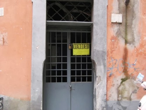 02-Entrance-Before-Renovation-Smallest-House-in-Italy-75-sq-Feet-7-m2-Italian-Architect-Marco-Pierazzi-www-designstack-co