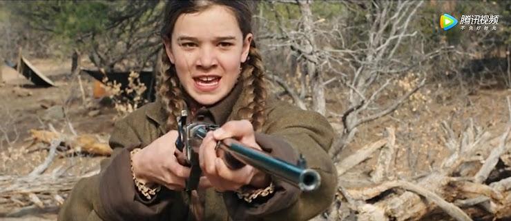 少女がとうとう仇を討つシーン…ライフルを相手に向けている