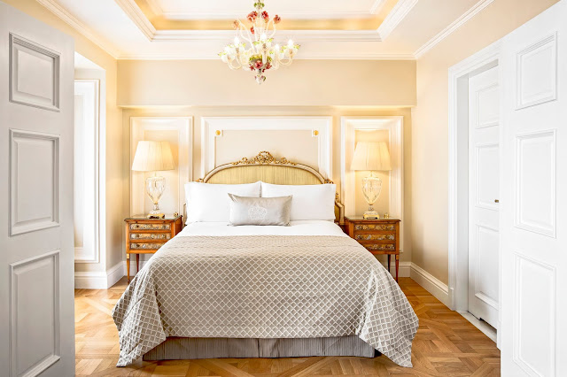 Book your escape at King George, a Luxury Collection Hotel, Athens. This exclusive Athens hotel offers luxury accommodations & unmatched experiences.