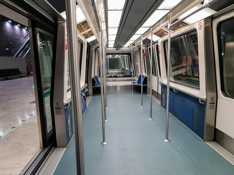 往返 T4 以及 T4S 航廈的地鐵