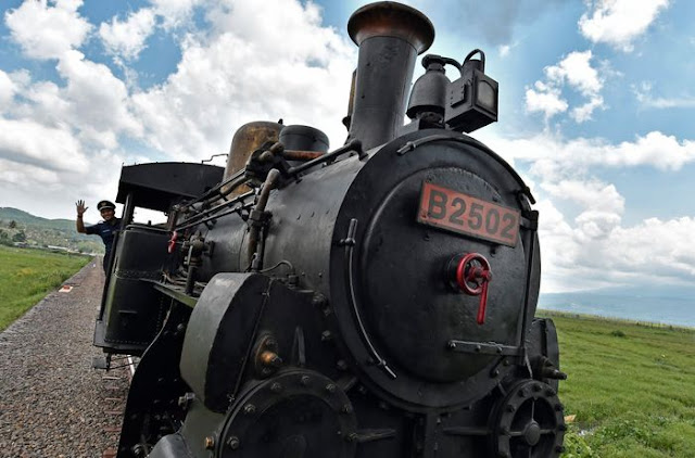 Naik Kereta Api Kuno di Museum Kereta Api Ambarawa