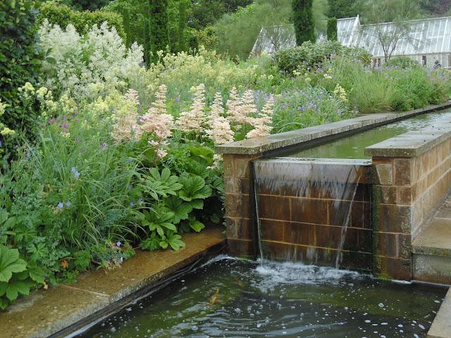 woda w ogrodzie, ogród angielski