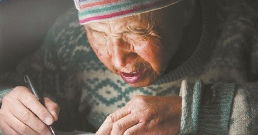 CHINA: Un anciano de 78 años decide sacar su título de posgrado