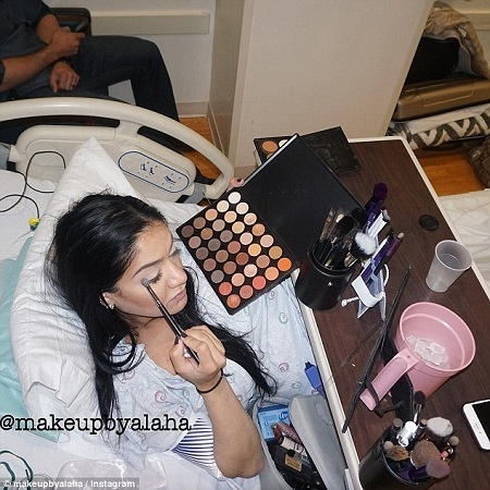 Pregnant Woman in Labour Applies Full Make-up So She Can Look Beautiful for Her Baby (Photos)