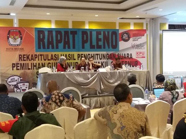 Rapat pleno KPU penetapan hasil suara Pilgubsu.
