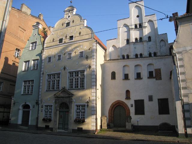 Los Tres hermanos, viviendas medievales