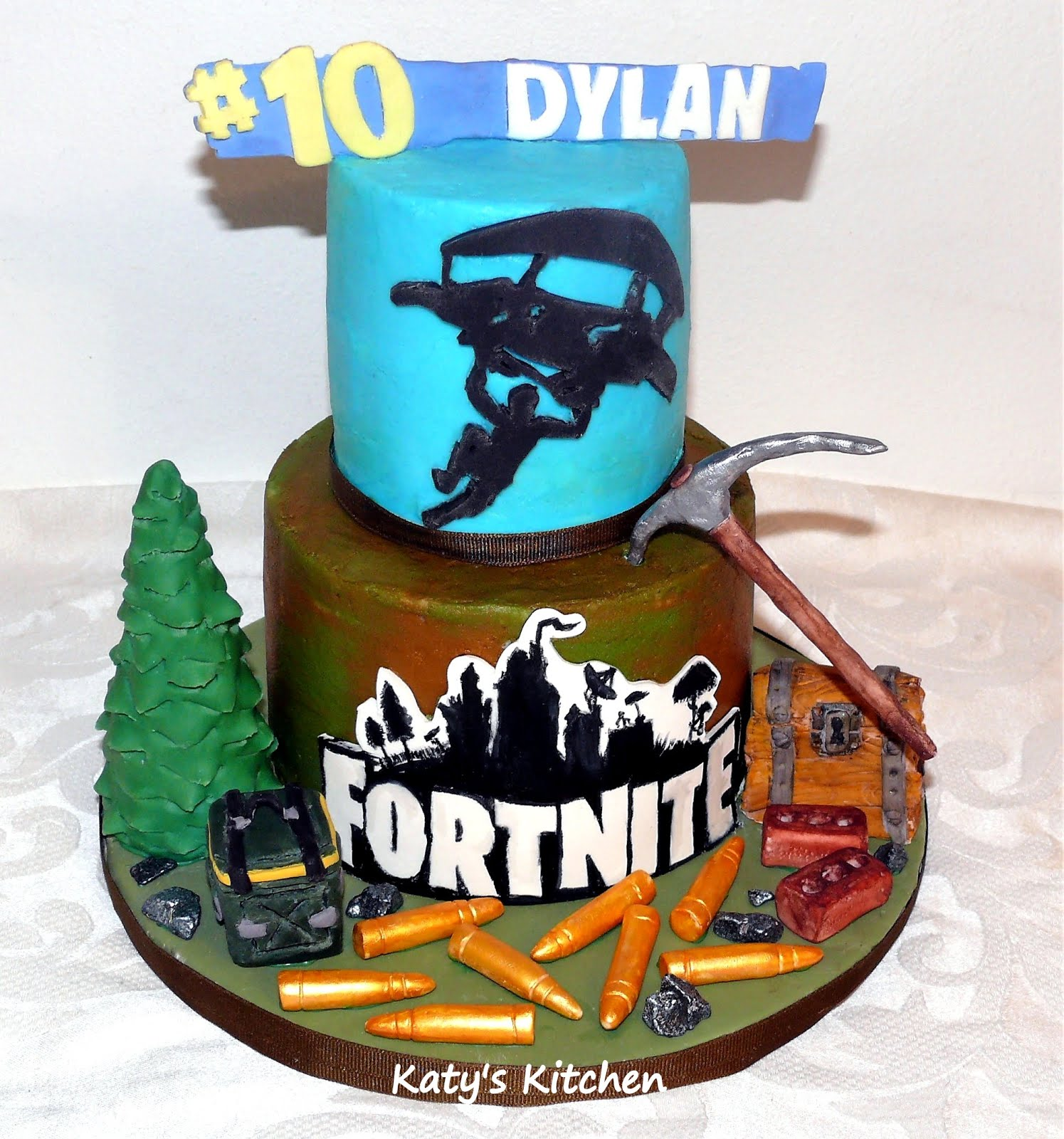 Katy's Kitchen: Fortnite Cake