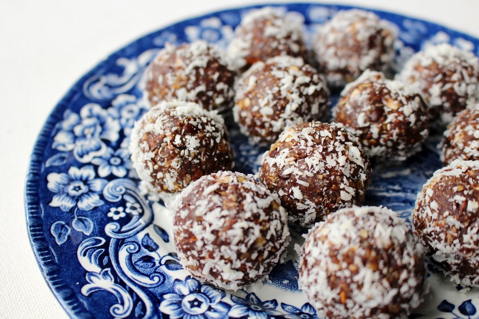 Oat cacao bliss balls vegan