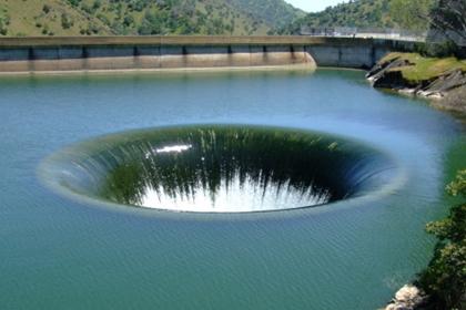 ทะเลสาบเบอรีเอสซา (Lake Berryessa) @ www.roadtrippers.com