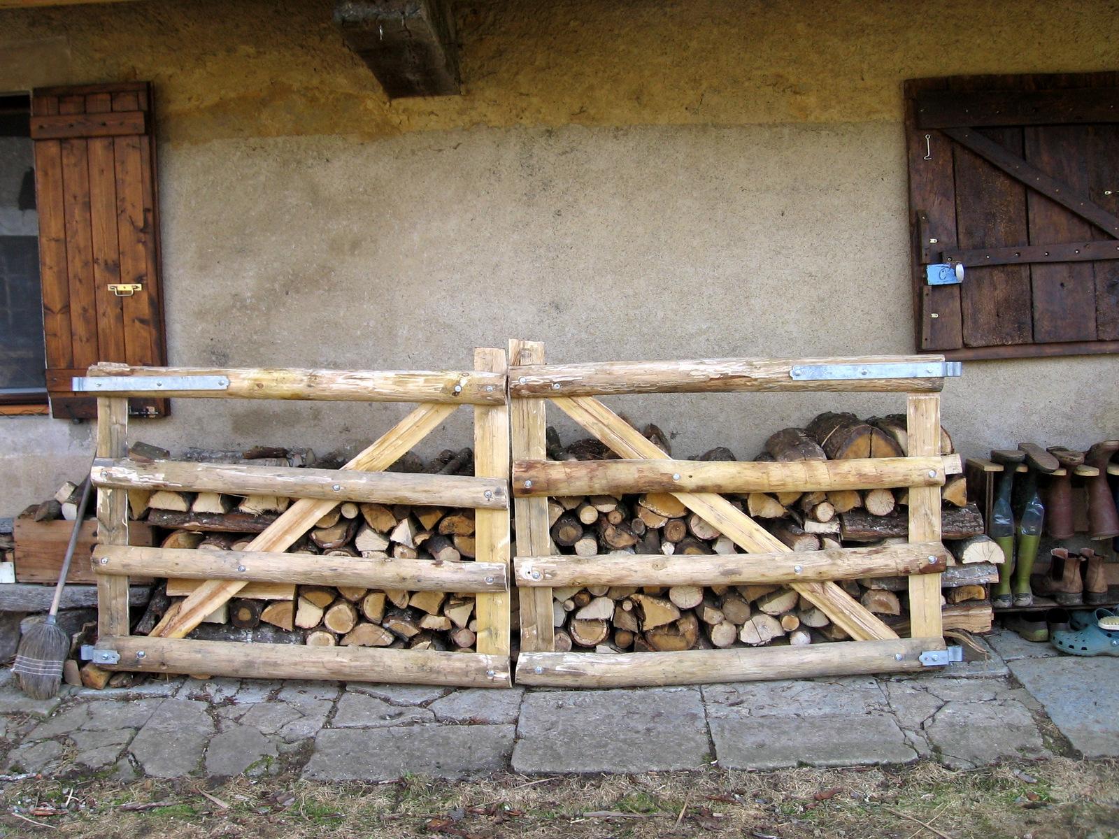 la petite maison dans la campagne cl ture et portail en bois. Black Bedroom Furniture Sets. Home Design Ideas