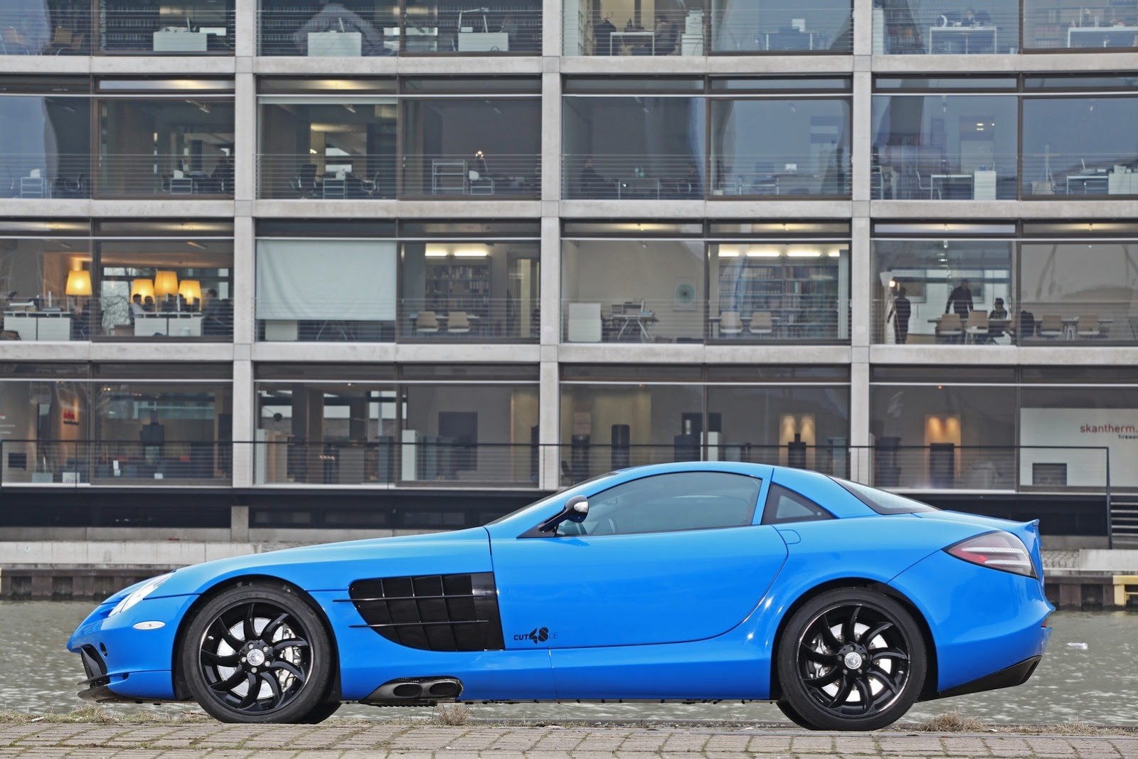 As a result the car can go from zero to 200 km h 124mph in less than 10 seconds and has a top speed of 345 km h 215mph electronically limited