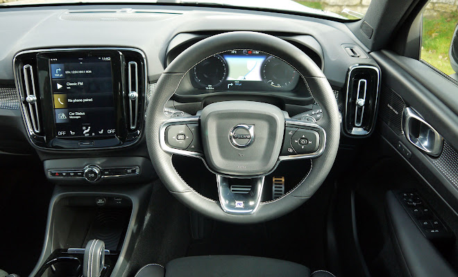 Volvo XC40 driver's view