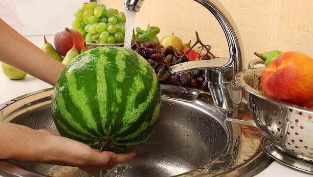 غسل البطيخ