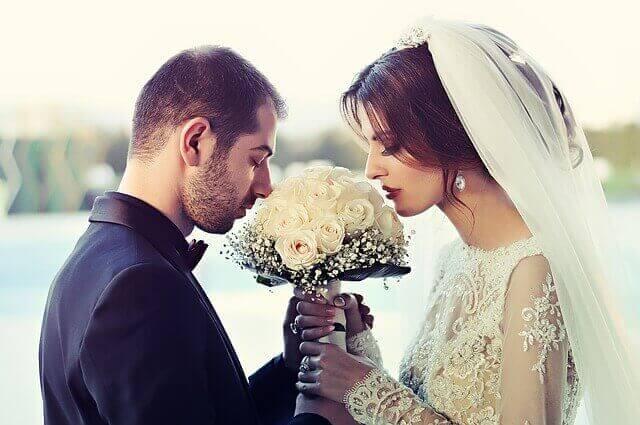مواقع الزواج والتعارف فكرة مبتكرة حديثة بات الأقبال على مواقع الزواج والتعارف ملحوظ في الفترة الأخيرة , و السبب في الأقبال على برنامج زواج و التعارف عبر الانترنت , وسيلة جديدة في البحث عن الزيجات الإسلامية على مواقع الأنترنت , حيث أن مفهوم الزواج ذاته و لكن الجديد في الموضوع هو دخول التطور حيث من خلال برامج الزواج التي تؤمن تعارف دردشة وزواج -و يعتبر موقع زواج الأنترنت مجرد وسيلة يمكن أن تكون هذه الوسيلة صالحة و مفيدة في حال أستخدمنا موقع زواج مجاني من أجل الزيجات الإسلامية على مواقع الأنترنت .