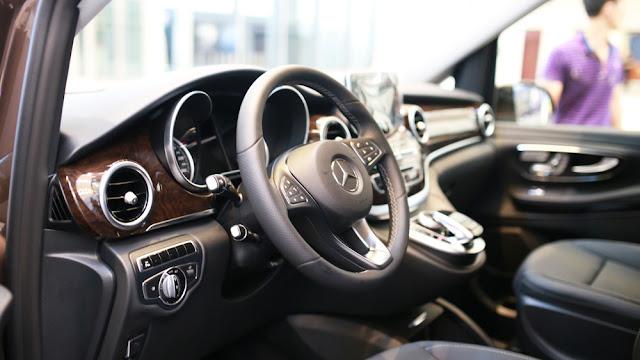 Dễ dàng thao tác các tính năng trên Mercedes V220 d AVANTGARDE