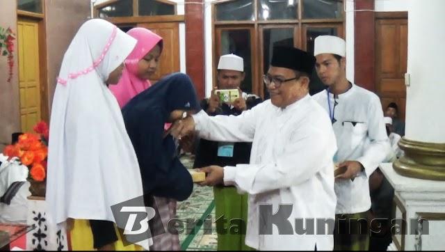 Acara Isra Mi'raj Desa Sindang Jawa Dibanjiri Hadiah Dan Door Prize