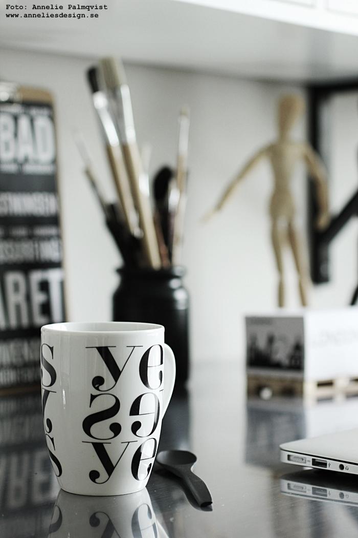mugg, yes, grafiskt grafiska, grafisk, svart och vitt, kaffekopp, kopp, koppar, muggar, annelies design, inredning, arbetsrum, arbetsrummet, webbutik, webbutiker, webshop