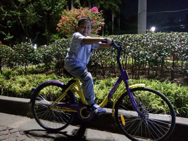 Malam di Monas dan pertama kali Naik Sepeda Gowes Gratis