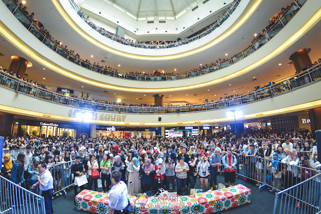 South Court Mid Valley Megamall was crowded with fans who want to see CNBLUE