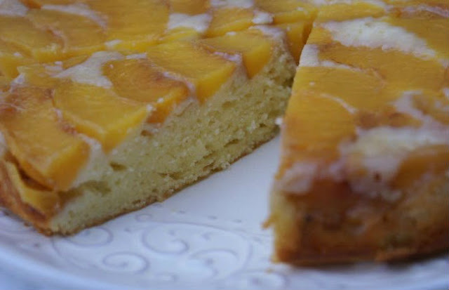 Персиковый пирог вверх тормашками