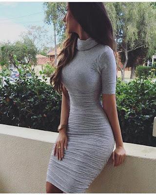 vestido gris pegado al cuerpo  invitada boda