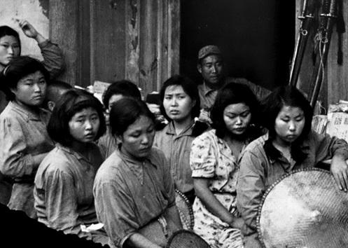 Картинки по запросу соглашение между японией и кореей женщины для утешения