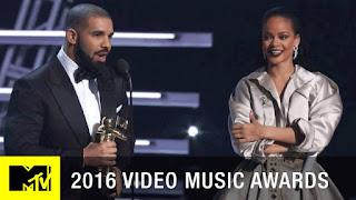 Drake Presents Rihanna With Video Vanguard Award At 2016 MTV VMAS (See the Kisses)
