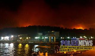 ΕΙΚΟΝΕΣ και βίντεο τώρα από τον Κάλαμο - Η φωτιά κατεβαίνει στο λιμάνι - Πανικός στους δρόμους