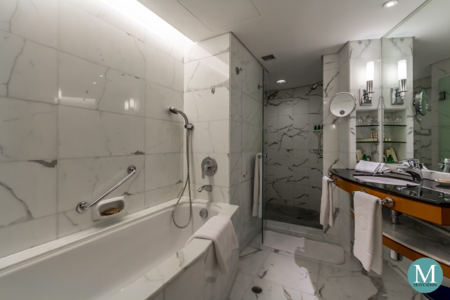 Bathroom of the Deluxe Harbour View Room at Kowloon Shangri-La, Hong Kong