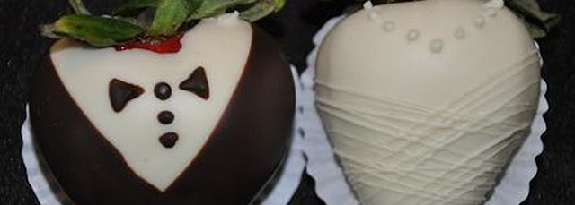 diy bride and groom chocolate covered strawberries