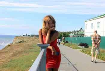 Die Frau in Rot wird oft mit mangelndem Selbstbewusstsein und wenig Erotik in Verbindung gebracht