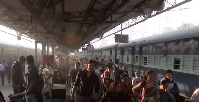 huge rush at Mumbai Central for Tatkal ticket booking