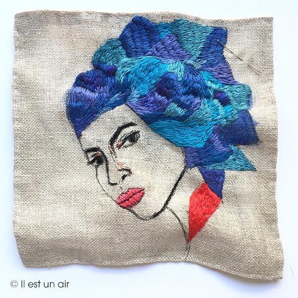 femme au turban bleu, broderie et peinture