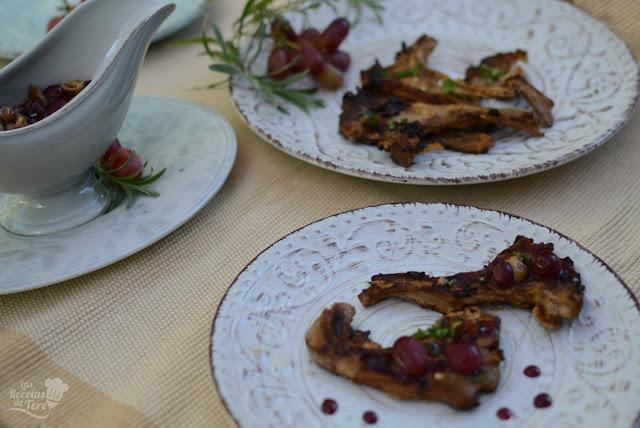 Chuletillas-de-cordero-con-salsa-de-vino-tinto-y-uvas-04